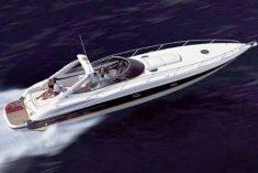 Idée vacances : louer un yacht entre amis